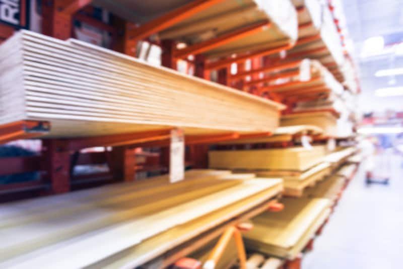木材をホームセンターなどで買うメリットは、実際に見て選べること。デメリットは、やはり手間がかかってしまうこと