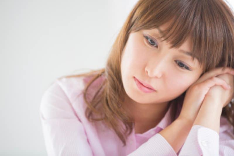 不妊治療中に心の不安を抱える女性のイメージ