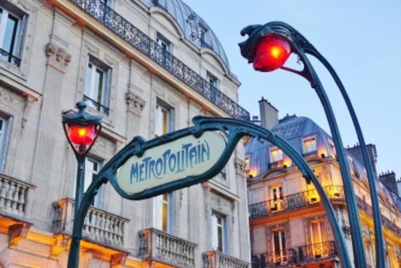 アールヌーボーのデザインとして有名なのが、パリの地下鉄の入り口