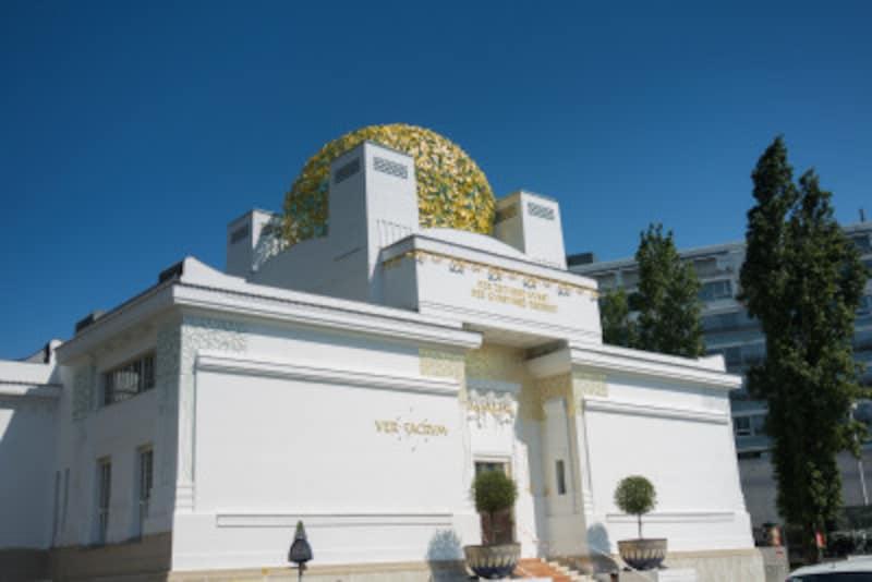アールヌーボーとアールデコが混ざったデザインの、ウィーンのセセッション館