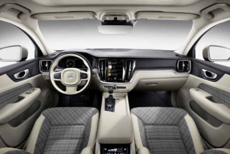 ボルボ『V60』。ドライバーが直感的に操作できる独自のシステム「SENSUS(センサス)」を搭載。ナビゲーションやメディアの選択、電話、エアコンや車両の各種設定など直感的に行える