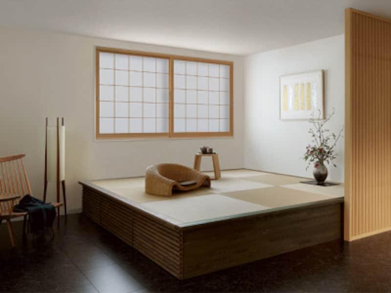 既存の窓の内側に取り付けるだけの内窓。既存の窓との間に空気層が生まれ、断熱効果や防音効果を生み出す。 [TOSTEM インプラスウッド(施工例) 引違い窓:内観(和室) クリエペールR]LIXIL http://www.lixil.co.jp/