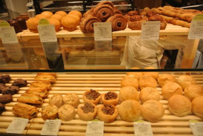 店内厨房でつくられたパンは「365日」と同じ顔ぶれ