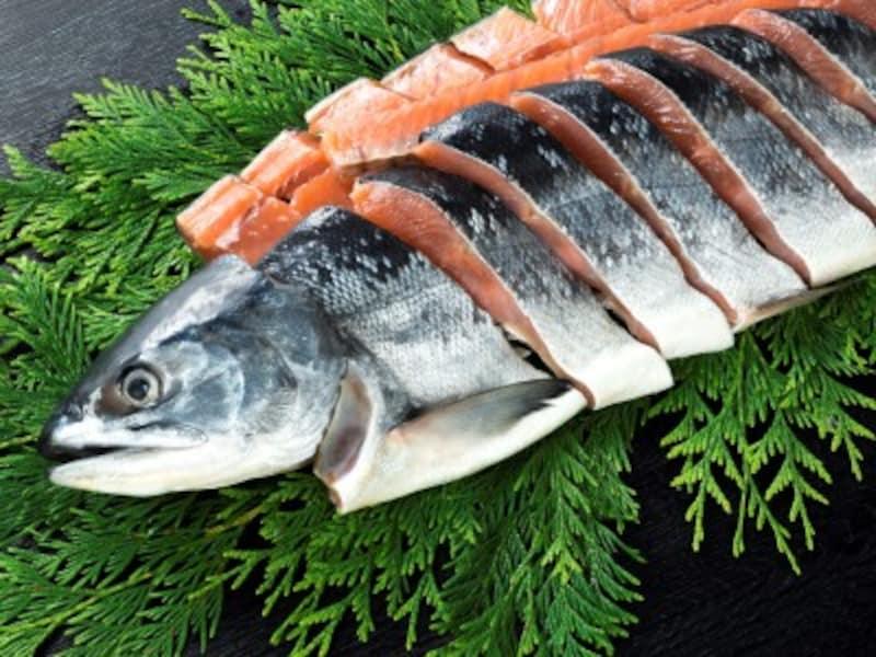 いつまでも若々しくありたい女性が食べるべき食材は……鮭