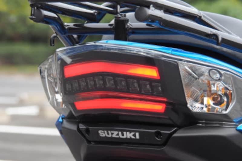 導光タイプのLEDポジションライトが特徴的
