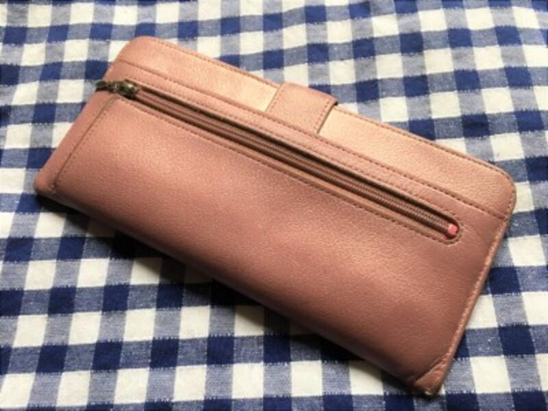 ブランド財布でも、金運があがると言われる黄色でもない、一見普通の財布ですが……