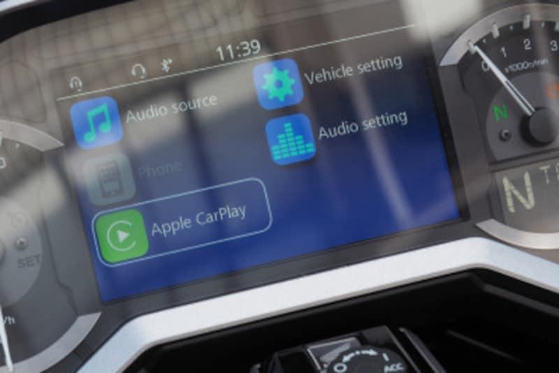 AppleCarPlayのアイコンを表示させるにはゴールドウイングをヘッドセットとブルートゥースで接続し車体とUSBで接続する必要がある