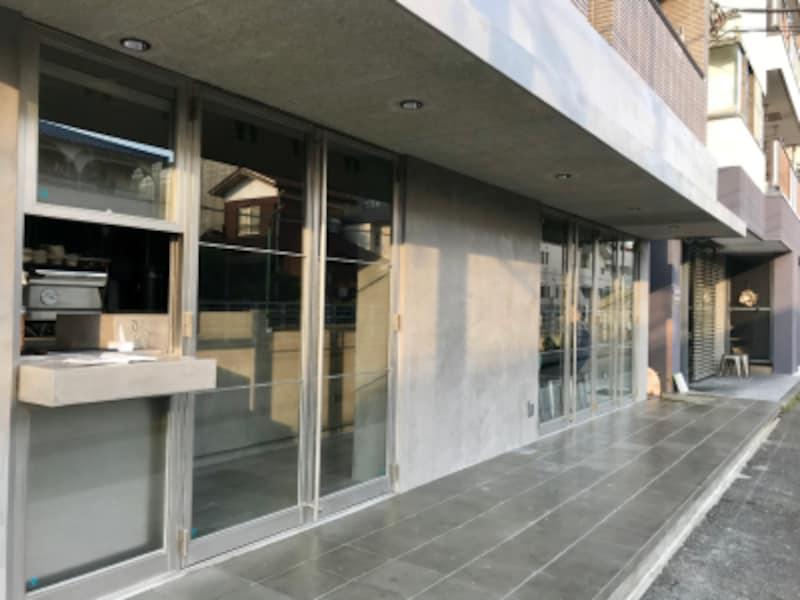 等々力駅より向かって既存の店舗の手前隣に新店舗「ASAKOIWAYANAGIPLUS」がOPEN。