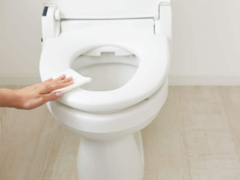 トイレ掃除の手順2:汚れが一番気になる便器はしっかりと。ウォッシュレットもお忘れなく