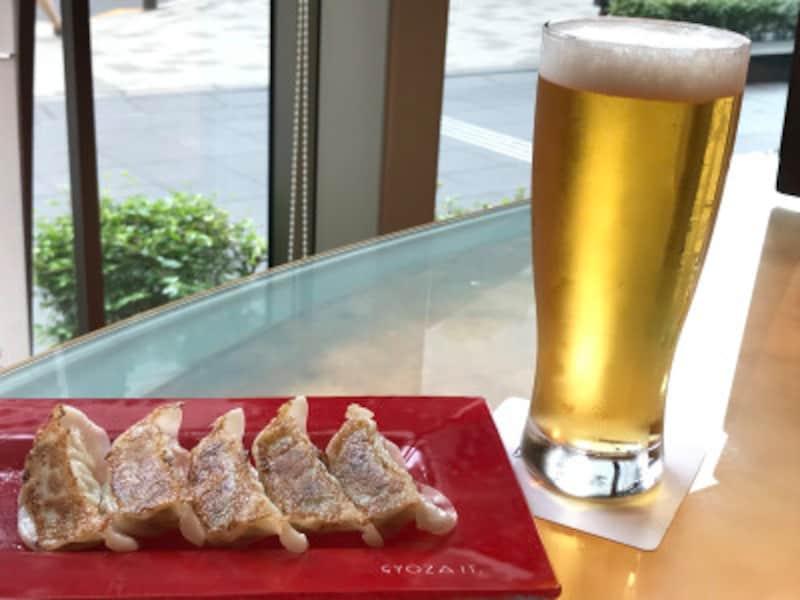 東京ラーメンショー2018 10周年記念企画「なると亭」で提供される餃子とビール