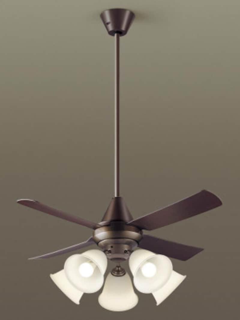 クラシカルな雰囲気を持つデザインは落ち着いた空間を演出。[XS92142吊下型 LED(電球色) シーリングファン(照明器具付) 27W・直付ボルト取付専用 風量4段切替・逆回転切替・1fゆらぎ・1~6時間(1時間単位)タイマー 白熱電球100形5灯器具相当/~14畳] パナソニック