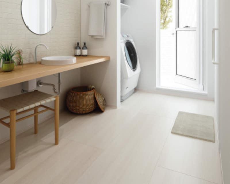 表面が濡れていても滑りにくい床材。水や汚れが浸透しにくいため、お手入れも簡単。[洗面専用フローリング スリップケア] DAIKENhttps://www.daiken.jp/