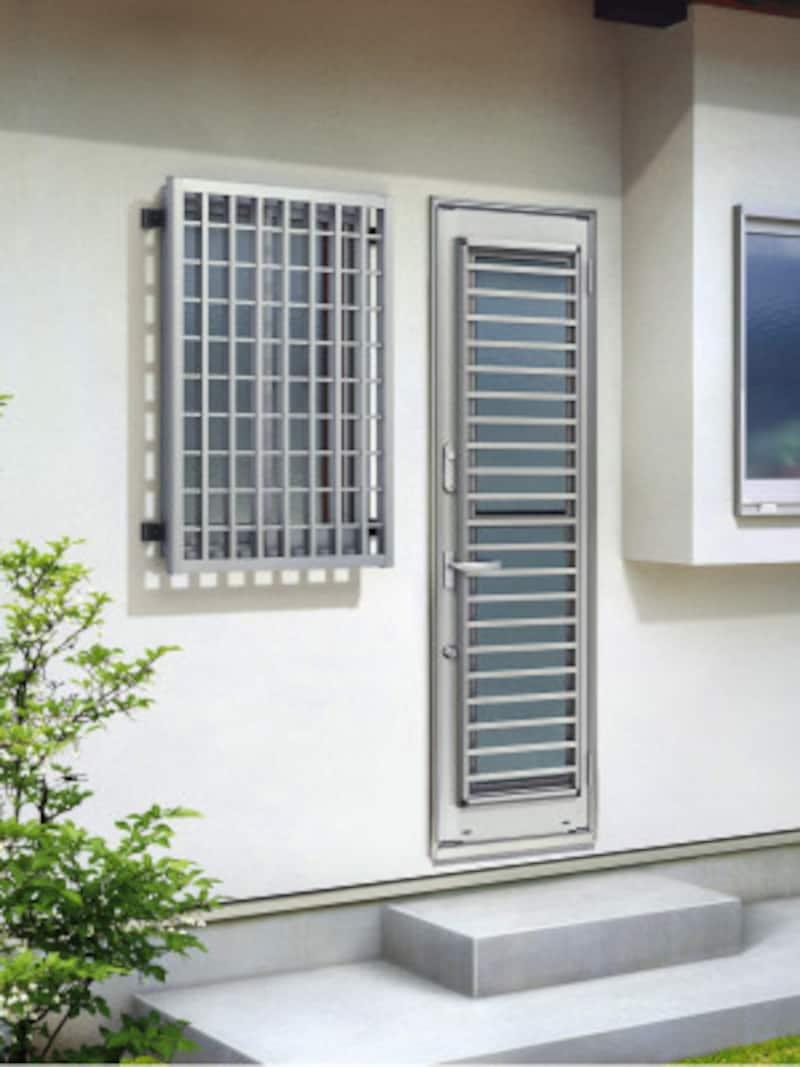 強度に優れたアルミ製面格子。窓枠に直接取付けるタイプのため、外壁の穴加工や下地処理も不要。[高強度面格子FLAグリッド格子本体幅830×高さ1,030mmS1壁付ブラケット(出幅60)H2] YKKAPhttp://www.ykkap.co.jp/