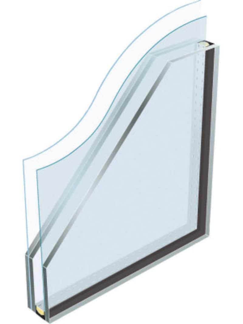 ガラスの間に強度と柔軟性に優れた樹脂中間膜を挟み込んだ、破壊されにくい防犯タイプの複層ガラス。強風時の飛来物対策にも。 [防犯合わせLow-E複層ガラス(断熱タイプ)] YKKAPhttp://www.ykkap.co.jp/