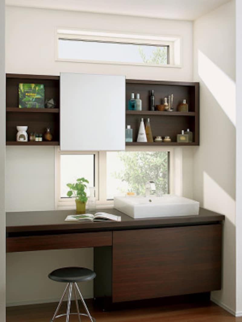 敷地環境によっては、侵入しにくい小さめの窓を設けるなど、プランニングに工夫をしたい。[エルスターX(施工例) 洗面室2] LIXIL http://www.lixil.co.jp/