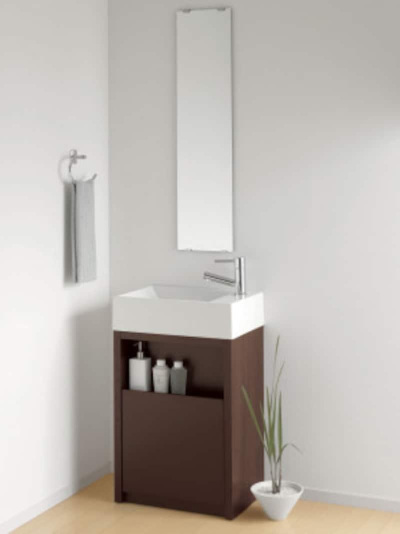 500mm幅に収まるコンパクトな洗面台。洗面ボウルの下に収納スペースも確保。セカンド洗面としても使い勝手がいい。[アクアファニチャー・スクエアスタイル・キャビネットタイプ] パナソニック http://sumai.panasonic.jp