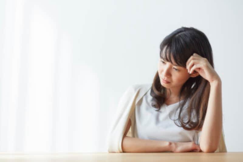 不妊治療中に苦しくなる女性のイメージ画像
