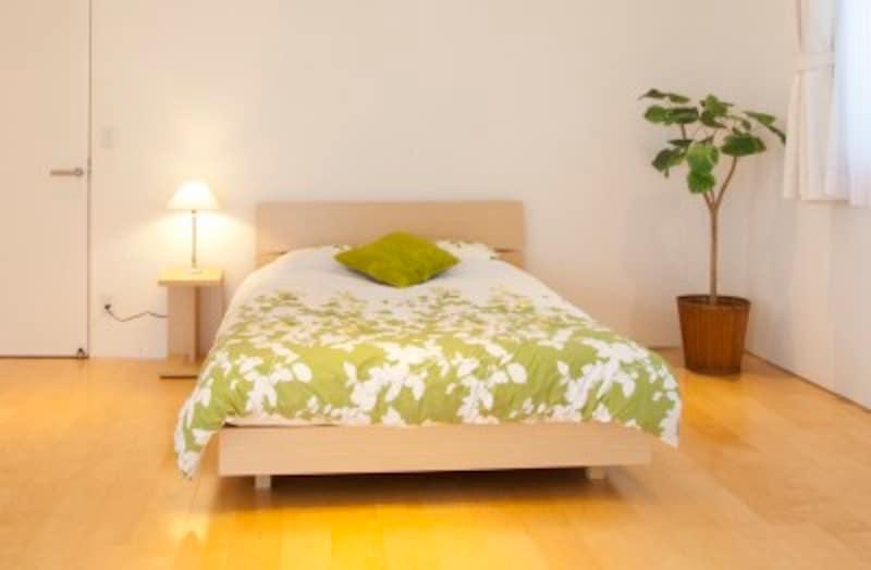 足元に中途半端な隙間のある家具は避けましょう(写真はイメージ)