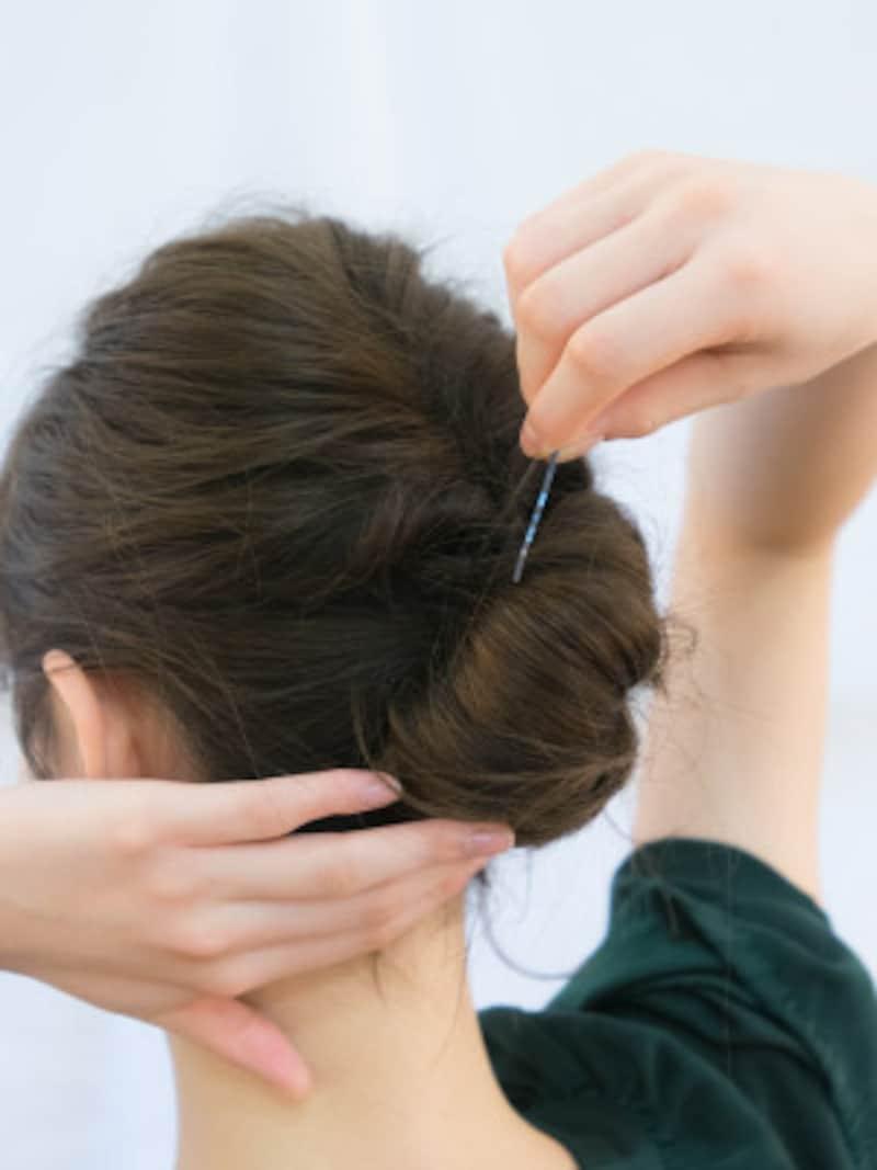 アメピンが頭皮に当たるように留め、しっかり固定する