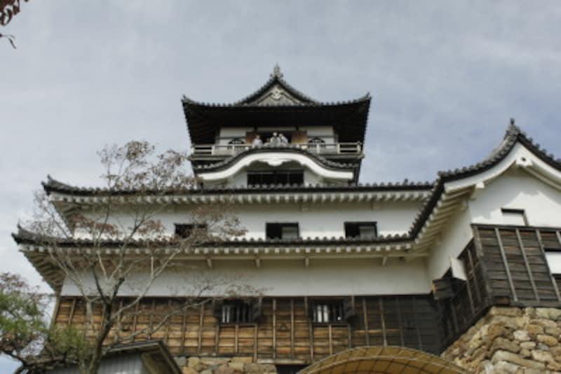天守構造は望楼型、三重四階地下二階のお城だ