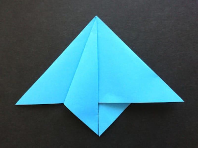 折り紙星1枚の作り方、左側を折った正三角形を裏返してまた左側を折る