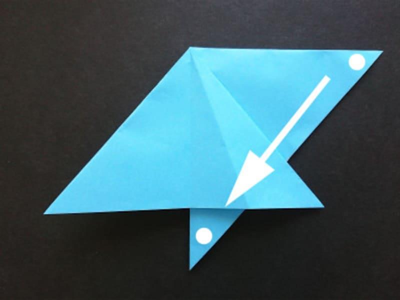 折り紙星1枚の作り方、引っ張った所を斜め端にあわせて折る