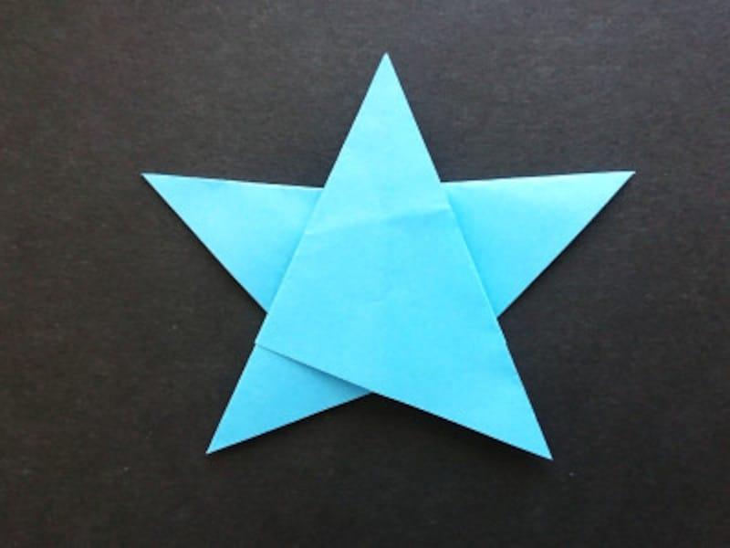 折り紙星1枚の折り方、裏返すとできあがり