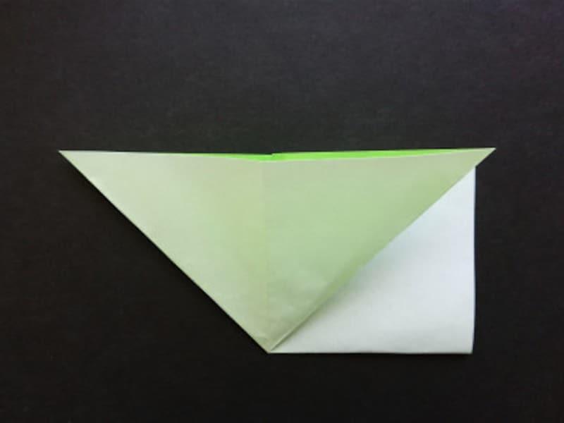 折り紙星2枚、中を開いて三角にする