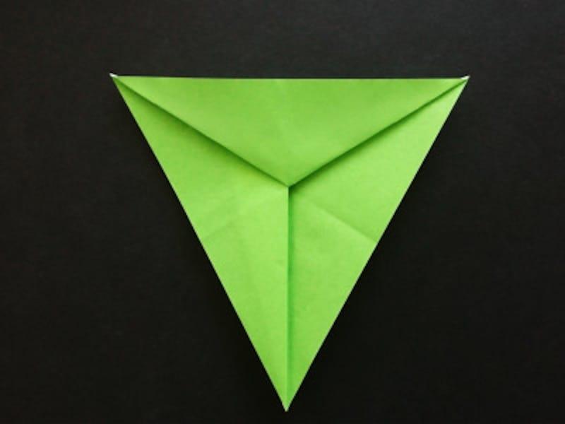 折り紙星2枚、中を開くと色部分が出てくる