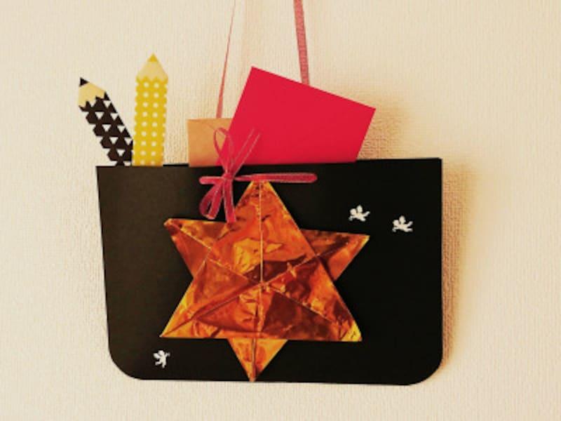 折り紙星2枚で作った、キラキラ光るレターラック