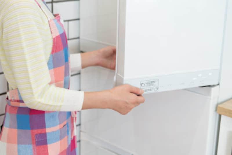 まずは冷蔵庫から、お片付けスタート!