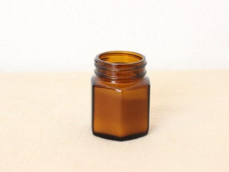 重曹水の使い方:空き瓶とアロマオイルを使って、消臭剤を作ります