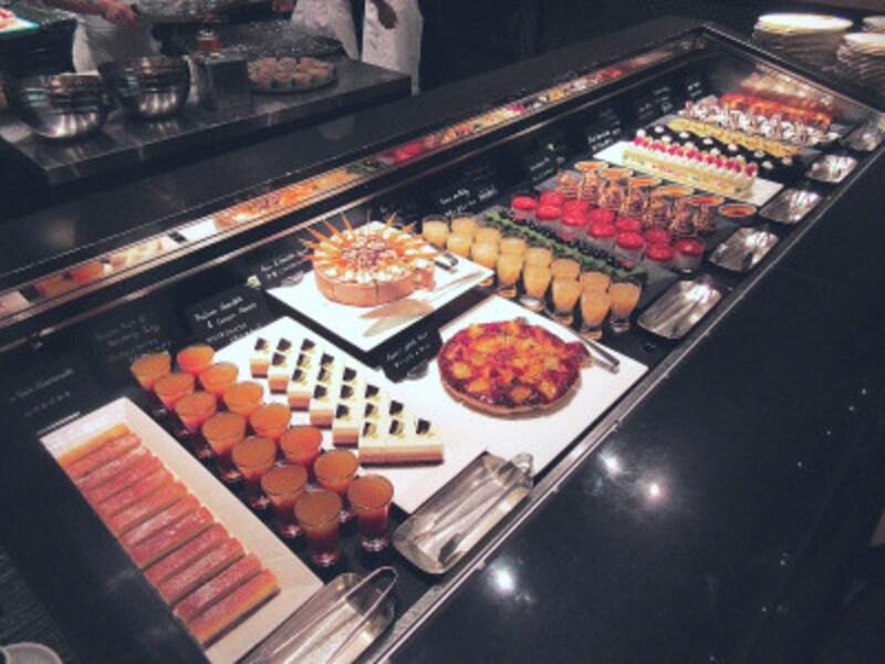 ウェスティンホテル東京「ザ・テラス」デザートアトリエのブッフェ台