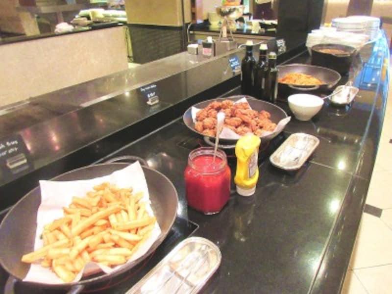 ウェスティンホテル東京「ザ・テラス」軽食のブッフェ台