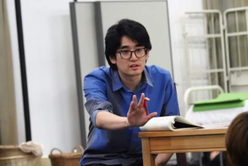 『オン・ユア・フィート!』稽古場での上田さん 写真提供:東宝演劇部