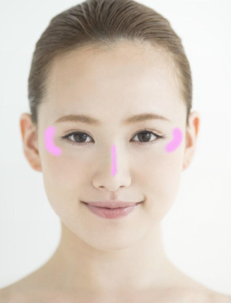 鼻筋には高くなり始める位置から細く、そしてCゾーンに光の溜まりを作ります。