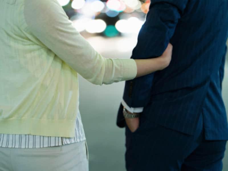 腕を組むのをイヤがるのは、元カノに見られたら困るから?それとも新たに別の子が……?