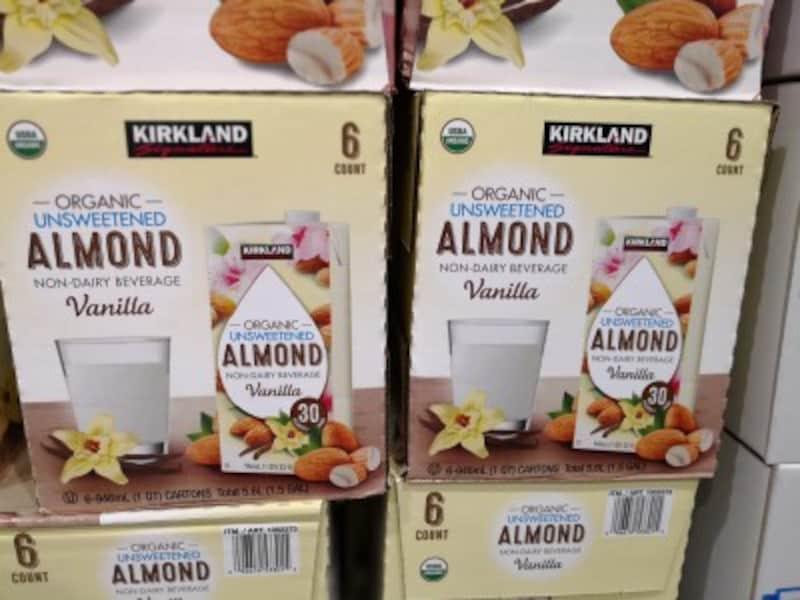 コストコのおすすめ食べ物4:カークランドシグネチャー オーガニックアーモンドミルク バニラ味 無糖