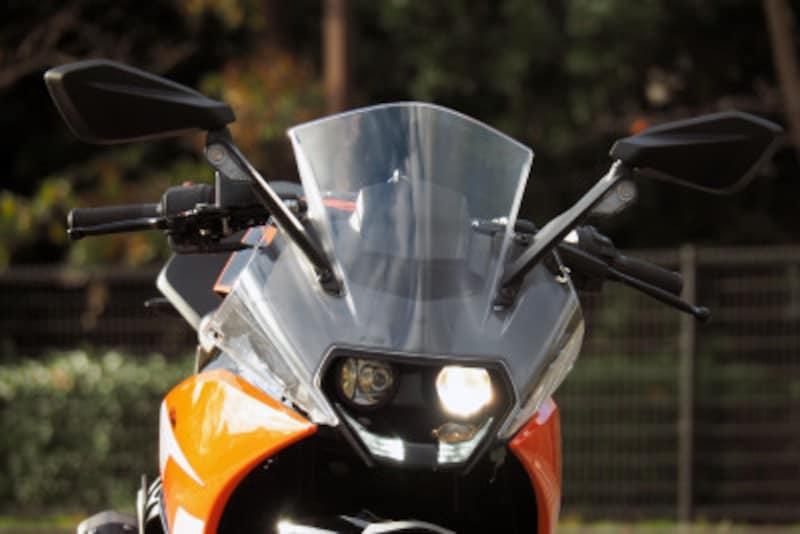二眼のLEDヘッドライトはデザインの特徴になっている