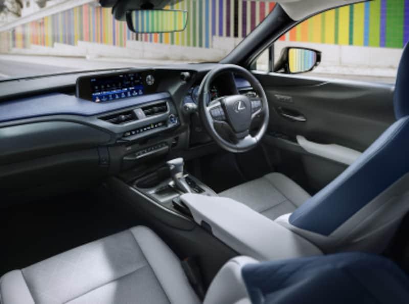 UXUX250h「versionL」(インテリアカラー:コバルト)<オプション装着車>
