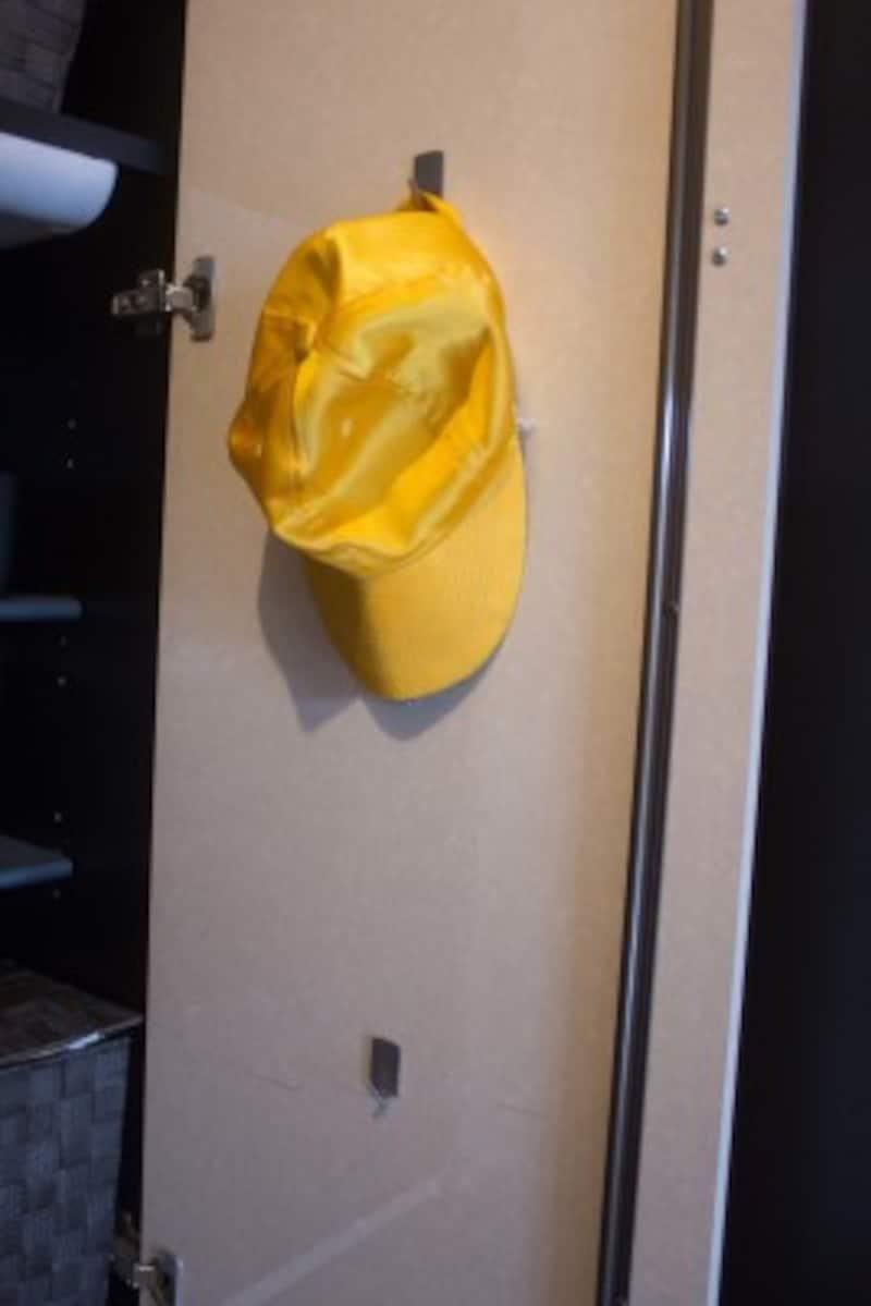 扉の裏には薄いタイプのフックがおすすめ