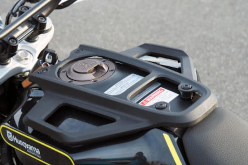 タンクキャリアが標準装備のバイクは非常に珍しい