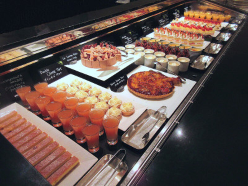 ウェスティンホテル東京デザートアトリエのブッフェ台