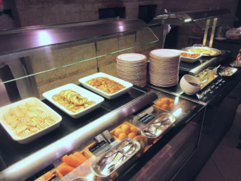ウェスティンホテル東京軽食のブッフェ台