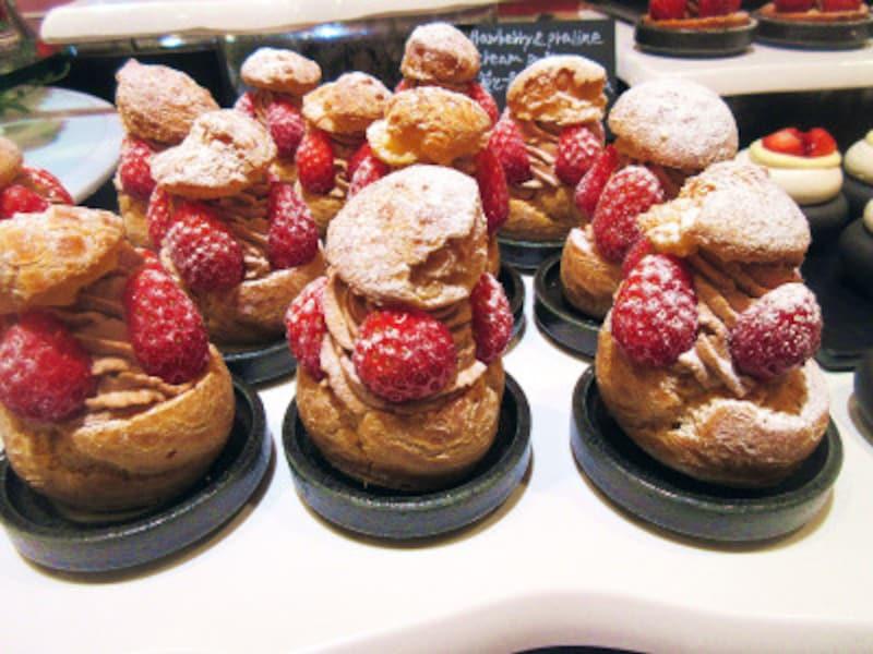 ウェスティンホテル東京苺とプラリネのシュークリーム