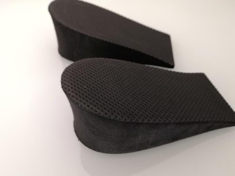 セリアのおすすめグッズ19:いつもの靴で背が高くなれる!ヒールアップパッド