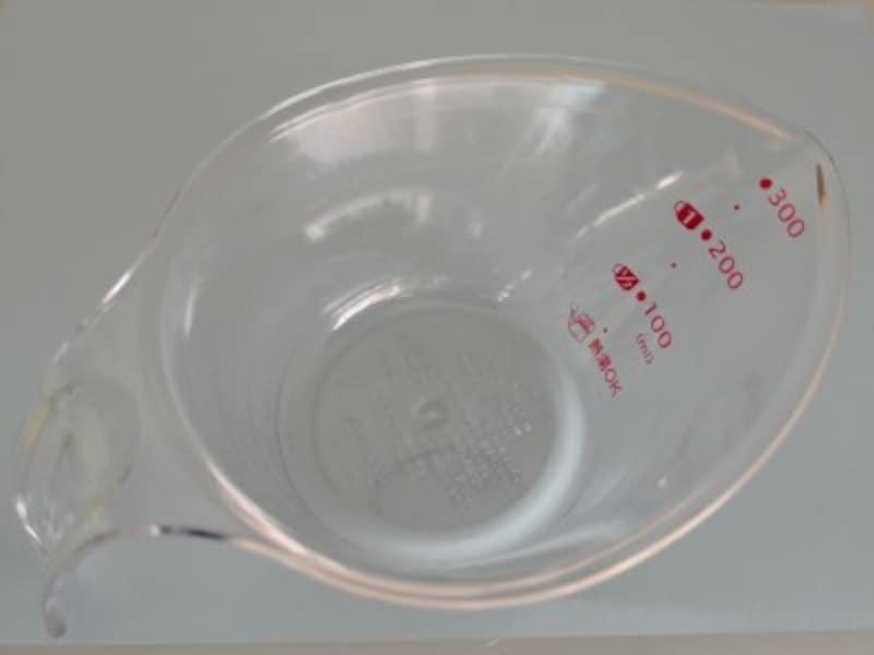 キャンドゥおすすめ商品4:上から分かる計量カップ