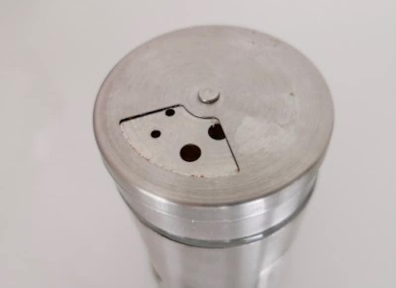 キャンドゥおすすめ商品6:3つのサイズの穴がある調味料ボトル