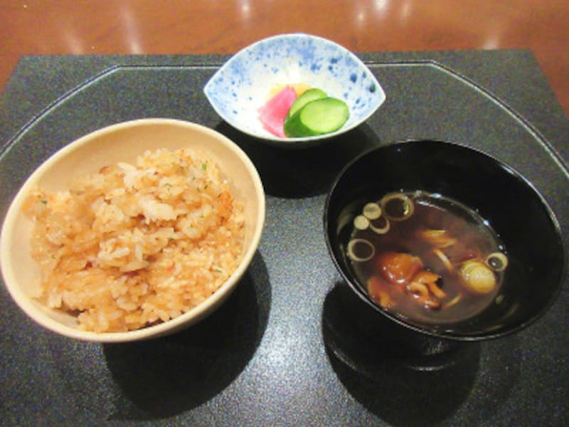 TOKYOKAIKAN會御飯またはガーリックライス・香の物・味噌椀