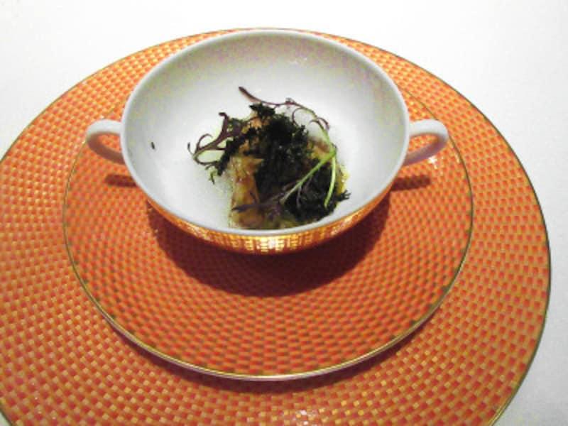 レストランプルニエ蝦夷鮑海藻塩釜蒸し佐賀県有明の生のり肝とフランス産有塩バターのノワゼットソース